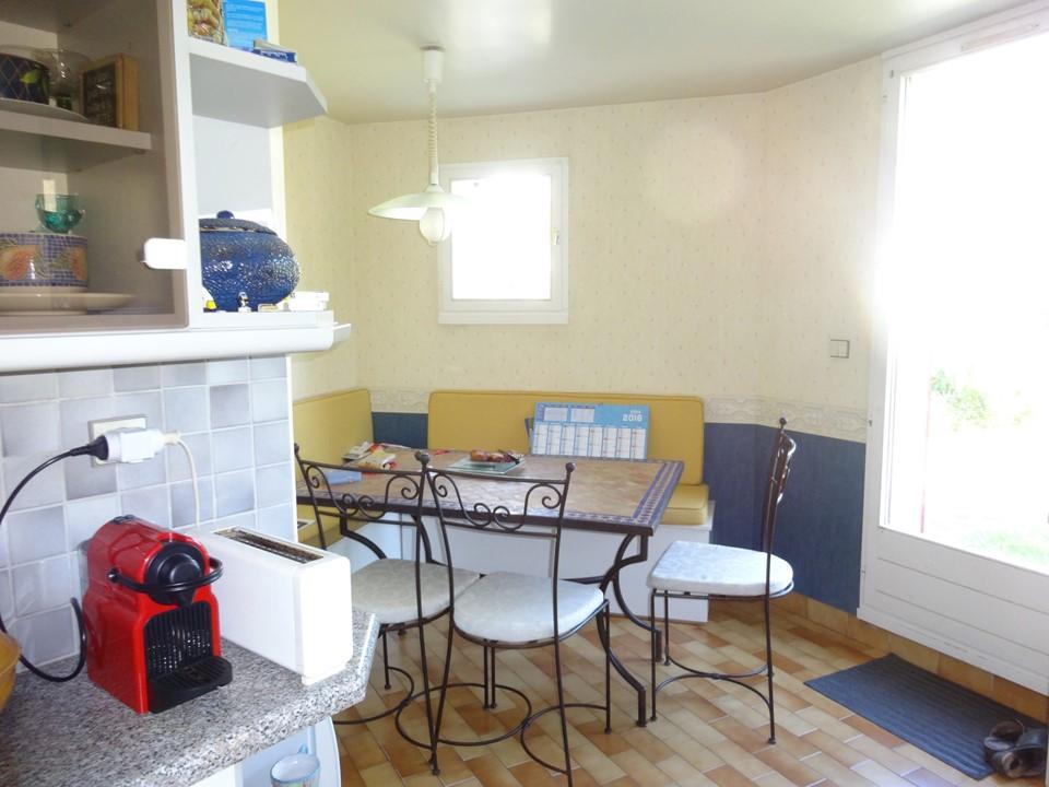 Cuisine contemporaine laque blanche bois pierre et murs for Salon salle a manger bois