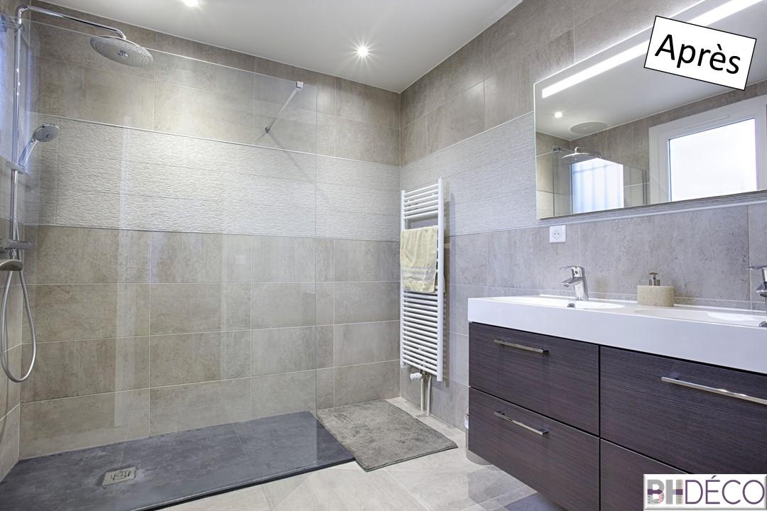11 - Salle de bain grise et bois wengé douche italienne ouverte - Déco