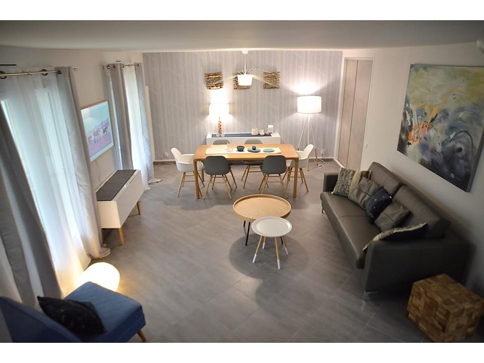 13 BH-Déco - Salle à manger neo scandinave bois cole and son laqué blanc canapé cuir gris