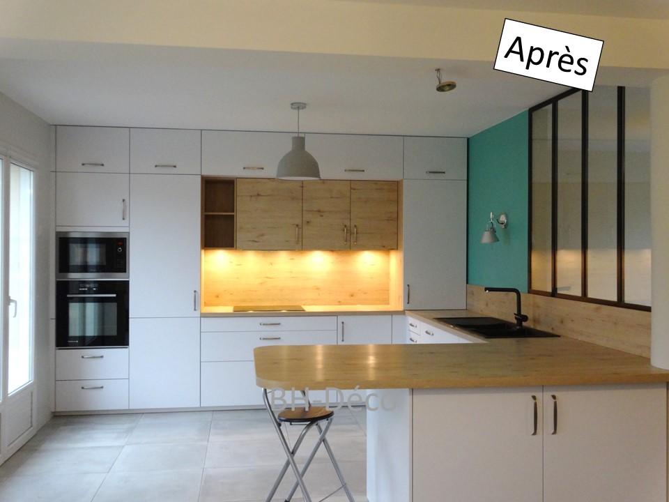14 BH-Déco cuisine ouverte blanche bois bleu céladon et verrière