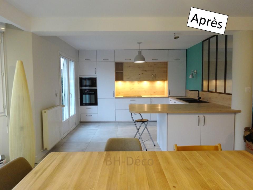 15 BH-Déco cuisine ouverte blanche bois bleu céladon et verrière