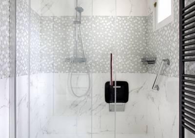 BH-Déco - Sylvie Samain - rénovation d'une petite salle de bain en grande salle d'eau - douche XXL - marbre blanc