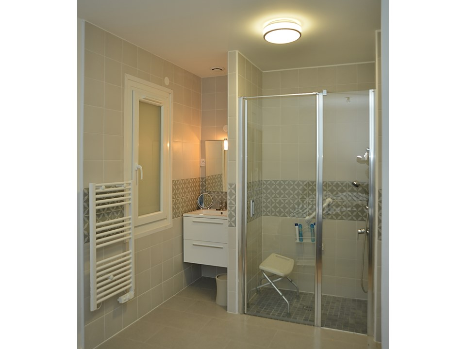 21 BH-Déco Salle de bain carreaux de ciment douche PMR Gris