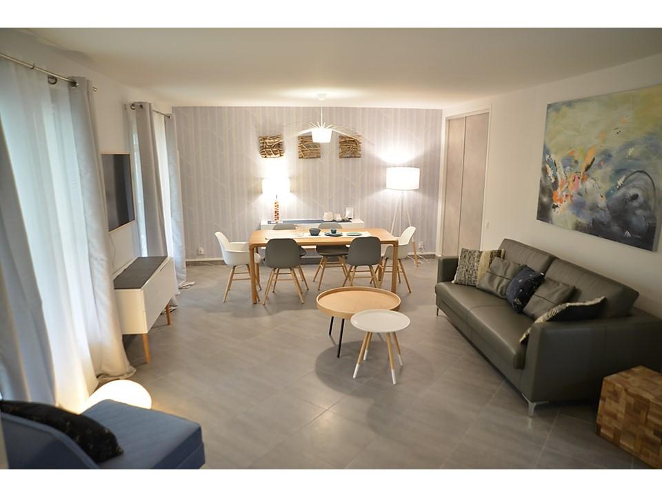4 BH-Déco - Salle à manger neo scandinave bois cole and son laqué blanc canapé cuir gris