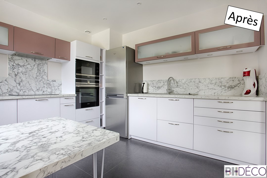 4 - Cuisine laquée blanche, stratifié marbre et portes vieux rose - BH-Déco