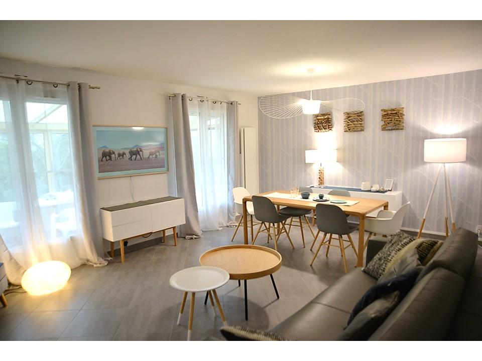 5 BH-Déco - Salle à manger neo scandinave bois cole and son laqué blanc canapé cuir gris