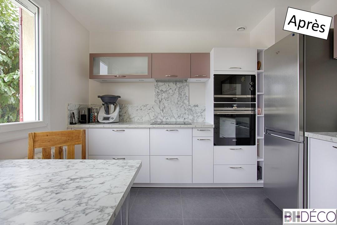 6 - Cuisine laquée blanche, stratifié marbre et portes vieux rose - BH-Déco
