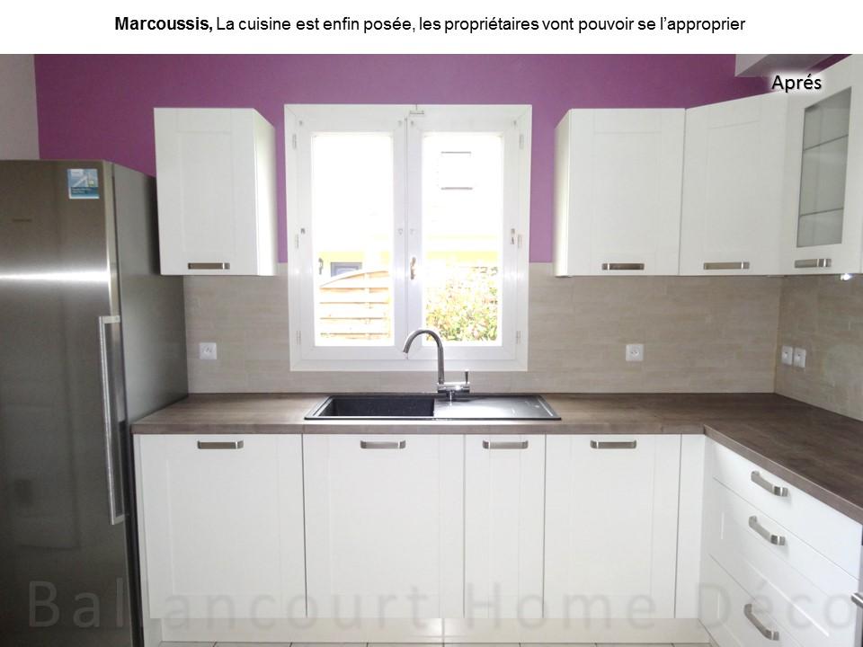7 Cuisine laquée blanche mur violet