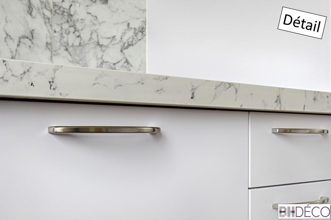 7 - Cuisine laquée blanche, stratifié marbre et portes vieux rose - BH-Déco