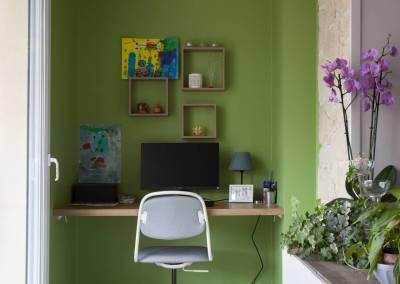 Rénovation d'une vieille meulière en plein cœur d'Epinay sur orge, en pleine lumière avec vue directe sur le jardin, un bureau tout en discrétion et en subtilité, du vert et du blanc pour bien travailler, par BH-Déco