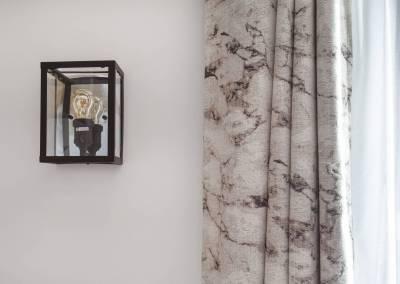 BH-Déco - Sylvie Bernard Samain rénovation complete du RdC d'une maison à Villebon sur Yvette déco salon luminaire