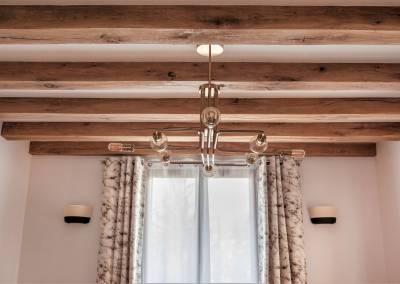 BH-Déco - Sylvie Bernard Samain rénovation complete du RdC d'une maison à Villebon sur Yvette luminaire poutre