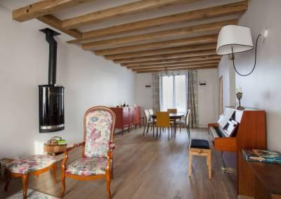 BH-Déco - Sylvie Bernard Samain rénovation complete du RdC d'une maison à Villebon sur Yvette salon salle à manger poêle poutre parquet
