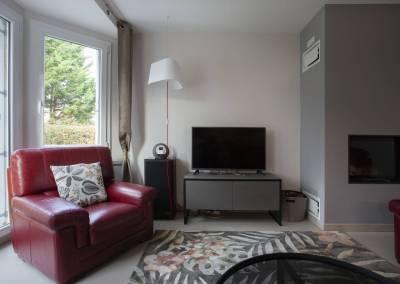 BH-Déco - Sylvie Bernard Samain rénovation complete du RdC d'une maison Levit à Mennecy Salon meuble télé céramique