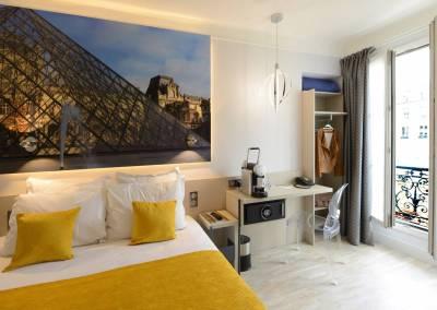 BH-Déco - Sylvie Bernard Samain, rénovation de chambre d'hotel Paris salle de bain ouverte Louvre
