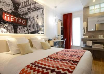 BH-Déco - Sylvie Bernard Samain, rénovation de chambre d'hotel Paris salle de bain ouverte metro