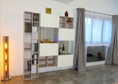 BH-Déco - Sylvie Samain - Rénovation décoration Séjour sol marbre meuble blanc laqués et bois lampe au sol
