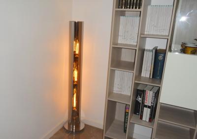 BH-Déco - Sylvie Samain - Rénovation décoration Séjour sol marbre meuble blanc laqués et bois lumière chaude