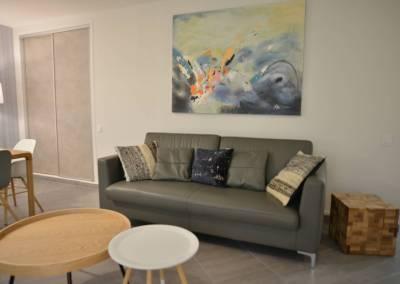 BH-Déco - Sylvie Samain - Rénovation maison accessibilité PMR Séjour lumineux canapé cuir gris