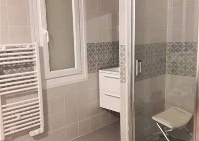 BH-Déco - Sylvie Samain - Rénovation maison accessibilité PMR salle de bain adaptée ouverte sur la chambre