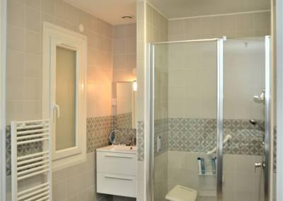 BH-Déco - Sylvie Samain - Rénovation maison accessibilité PMR salle de bain ouverte sur la chambre