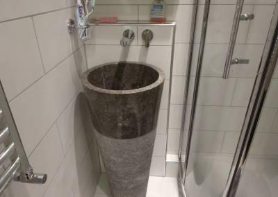 BH-Déco - Sylvie Samain - Salle d'eau grande vasque intégrale en marbre douche quart de rond