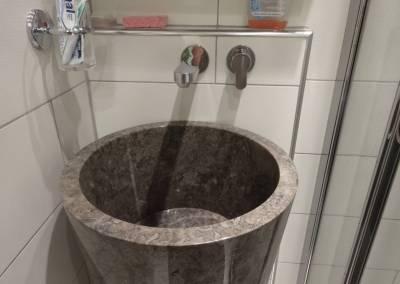 BH-Déco - Sylvie Samain - Salle d'eau vasque intégrale en pierre carrelage blanc
