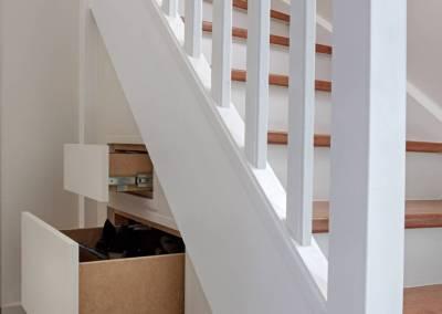 BH-Déco - Sylvie Samain - rénovation complète RdC création de tiroirs sous escalier