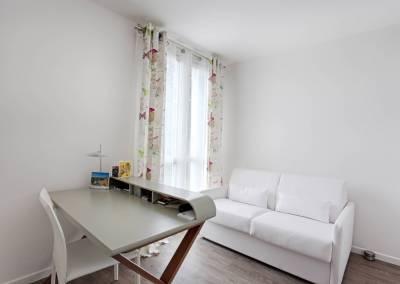 BH-Déco - Sylvie Samain - rénovation complète appartement bureau blanc et lin
