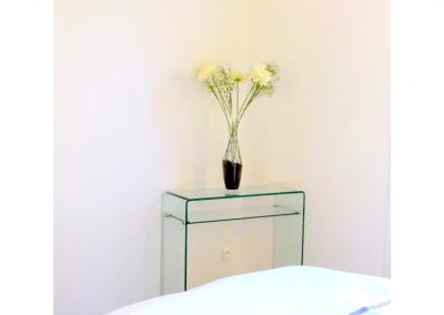 BH-Déco - Sylvie Samain - rénovation complète appartement chambre console verre