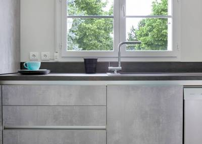 BH-Déco - Sylvie Samain, rénovation totale cuisine meubles gris béton
