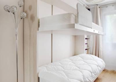 BH-Déco - Sylvie Samain, rénovation totale d'un appartement chambre bureau lits jumeaux escamotables ouverts