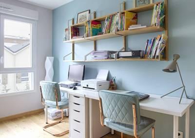 BH-Déco - Sylvie Samain, rénovation d'un appartement bureau blanc bois et céladon