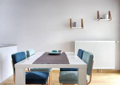 BH-Déco - Sylvie Samain, rénovation d'un appartement salle à manger blanc laqué et bleu vert