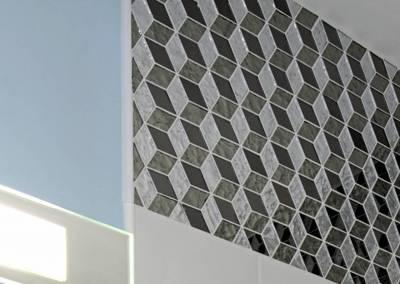 BH-Déco - Sylvie Samain, rénovation d'un appartement salle de bain détail mosaïque verre