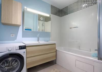 BH-Déco - Sylvie Samain, rénovation d'un appartement salle de bain mosaïque verre , bois