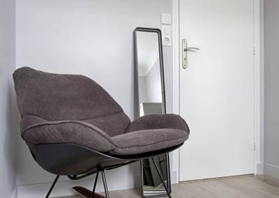 BH-Déco - Sylvie Samain, rénovation d'une chambre d'adolescent fauteuil à bascule gris