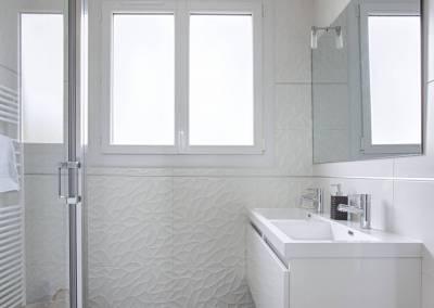 BH-Déco - Sylvie Samain, rénovation d'une salle de bain pour enfants blanche