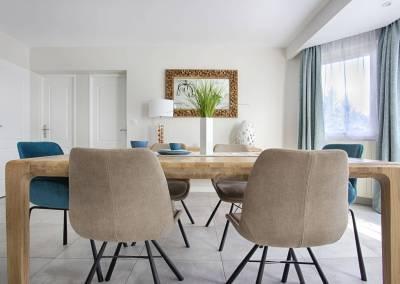 BH-Déco - Sylvie Samain - salle à manger bois chêne massif naturel velours lin taupe turquoise, luminaires résine et bois Rideaux naturels lin turquoise