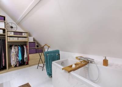 BH-Déco - Sylvie Samain - suite parentale chambre jungle salle de bain baignoire marbre blanc dressing