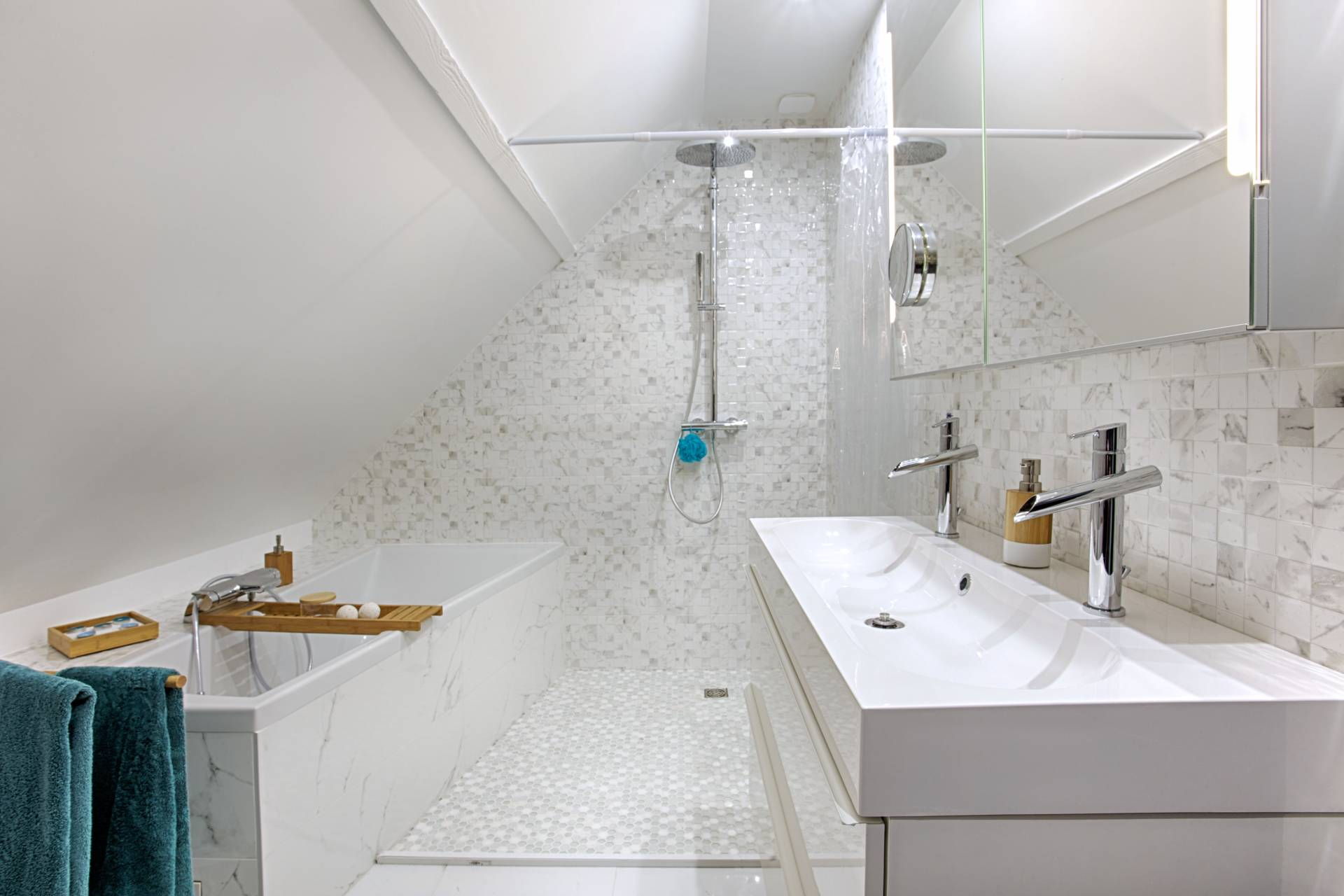 Baignoire Sous Les Combles tous les projets avec baignoire | bh déco, décoratrice ufdi