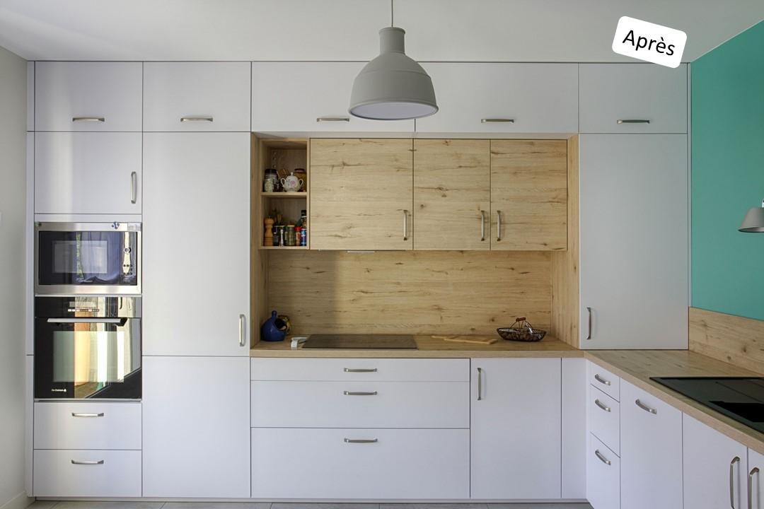 BH-Déco cuisine ouverte blanc mat et bois verriere ilot central 6