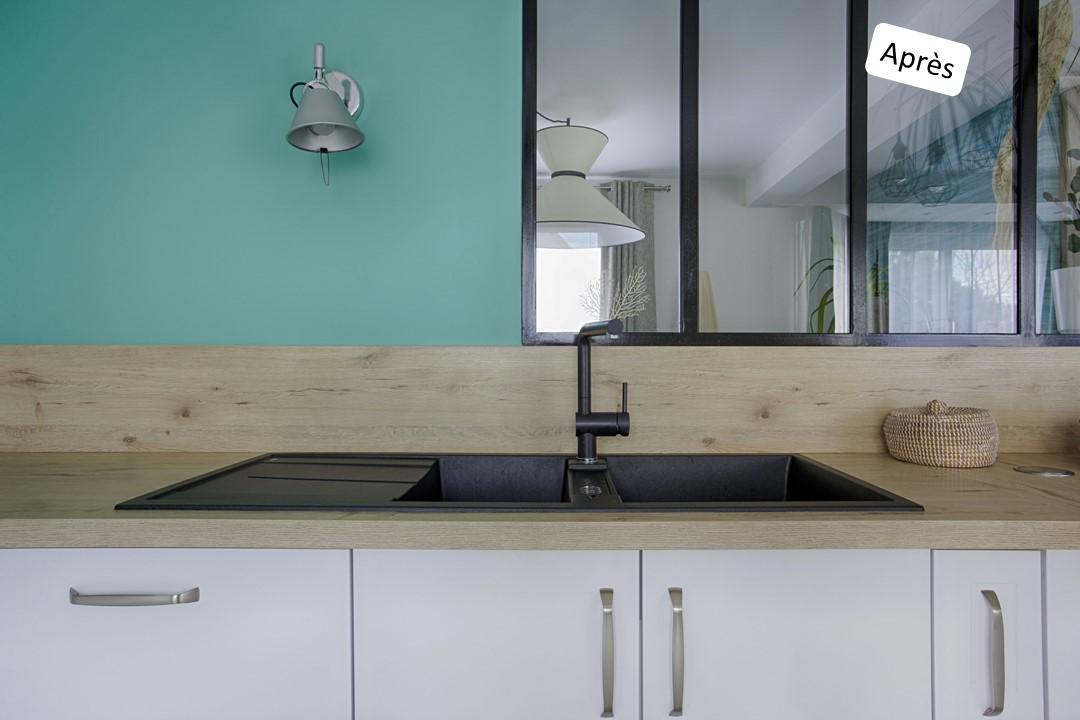 BH-Déco cuisine ouverte blanc mat et bois verriere ilot central 7