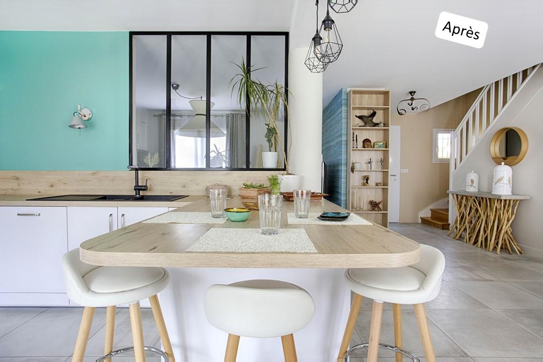 BH-Déco cuisine ouverte blanc mat et bois verriere ilot central 8
