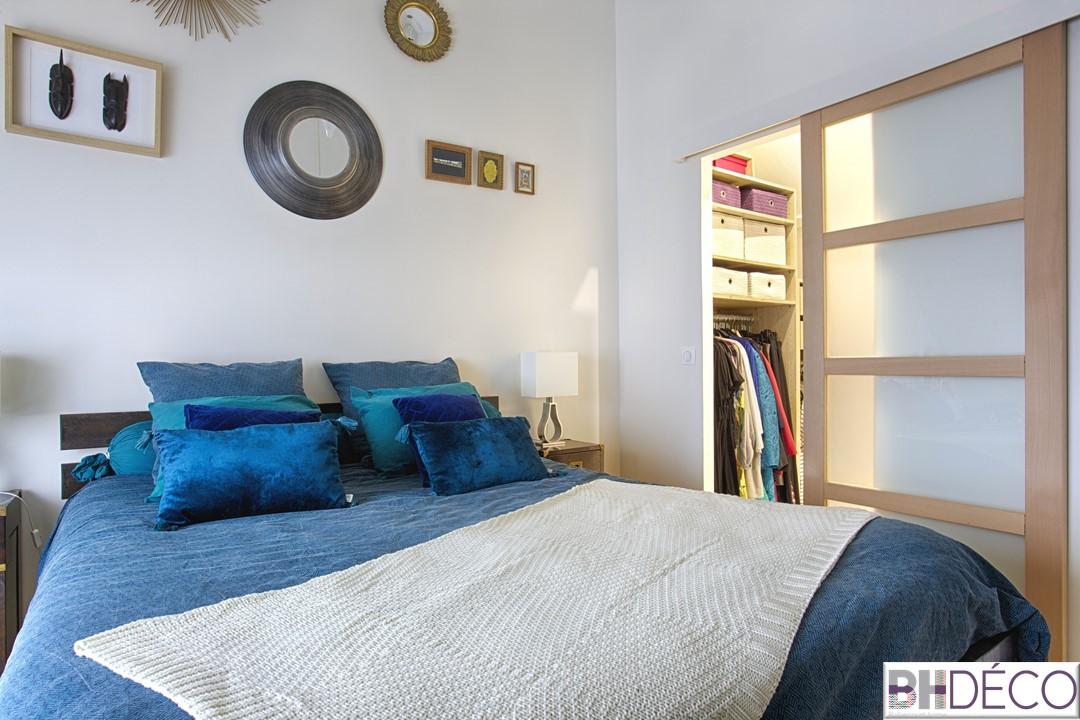 BH-Déco - suite parentale chambre jungle bleu vert miroirs salle de bain marbre 5