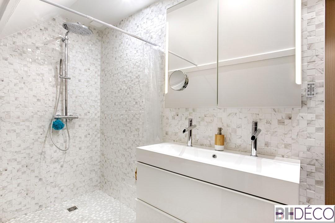 BH-Déco - suite parentale chambre jungle bleu vert miroirs salle de bain marbre 9