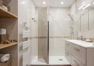 Détail de la rénovation d'une grande salle de bain dans une suite parentale à Soisy sur Seine Essonne. Bh-déco, décoration et architecture d'intérieur