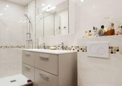 Détail de la rénovation de la salle de bain dans une suite parentale à Soisy sur Seine Essonne. Bh-déco, décoration et architecture d'intérieur